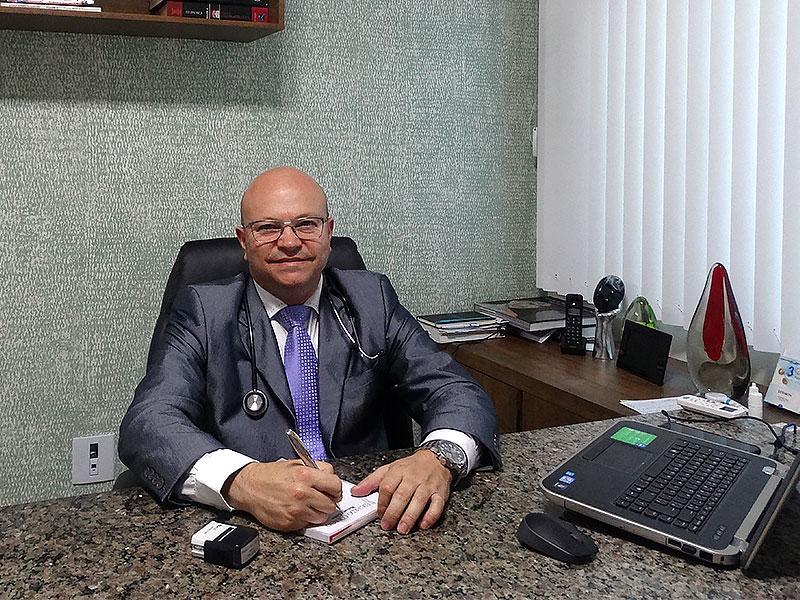Dr. Eduardo Colácio - Clínica Coderm Uberlândia