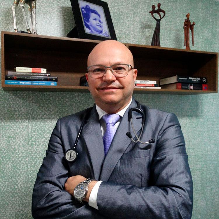 Dr. Eduardo Colácio - Clínica Coderm de Dermatologia Estética em Uberlândia